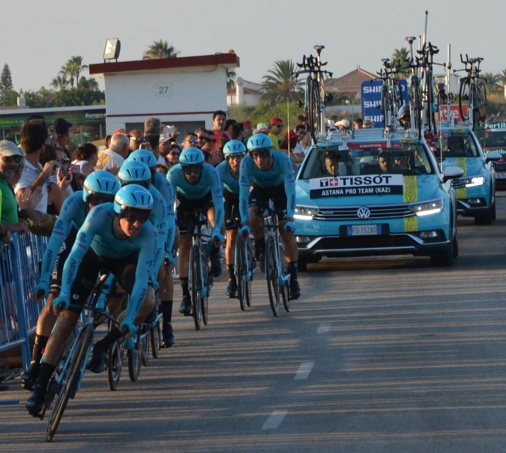 Corredores del Astana Pro Team, equipo ganador de la etapa